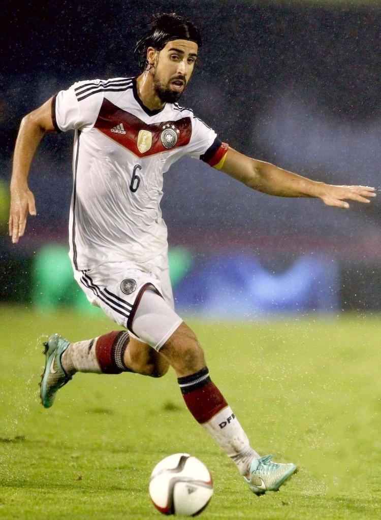 Сами Хедира в матче за национальную сборную